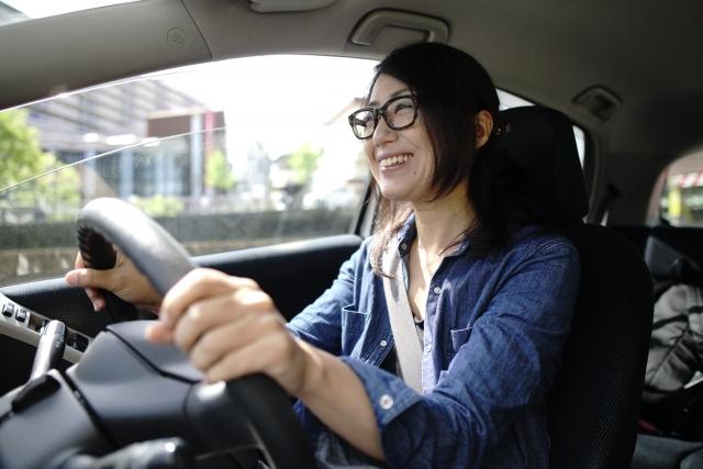 運転する主婦