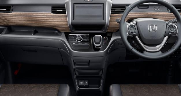 発売日2019年10月18日改良車新型車フリードエ変更点充電ソケットの追加